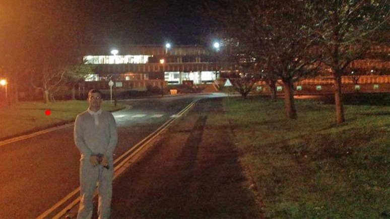 Wanted man Aaron Bee is taunting Lincolnshire Police again by posing outside their HQ in Nettleham.