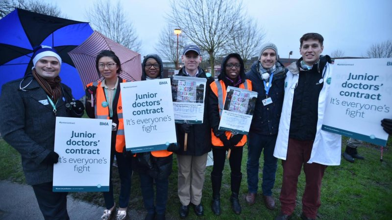 Junior Doctors picketing at Lincoln County Hospital on January 12. Photo: Steve Smailes for The Lincolnite