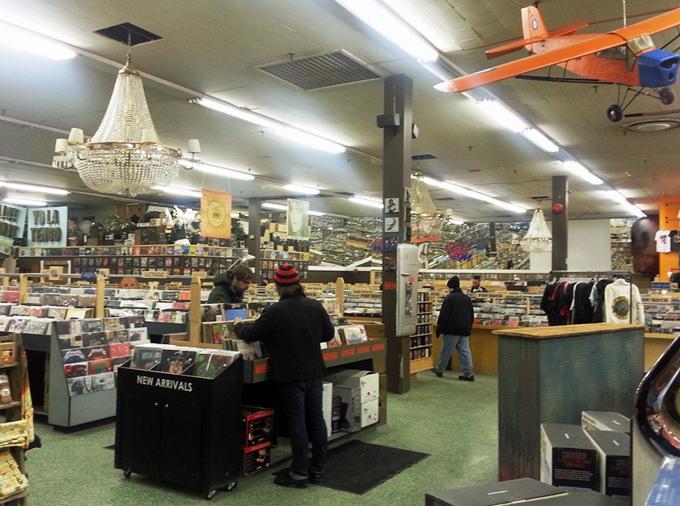 Sonic Boom – Scott Pilgrim shopped for music here!