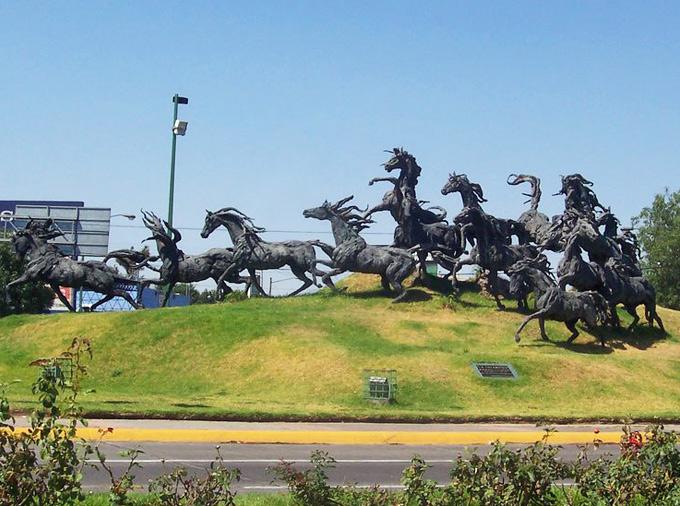 thelocalist.com-glorieta-de-los-caballos