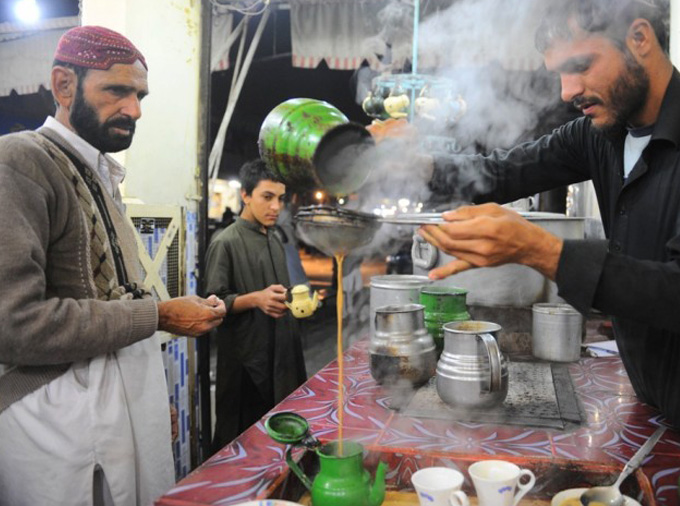 Aik payali Garam Chai chaheyah (A cup of hot tea is required)