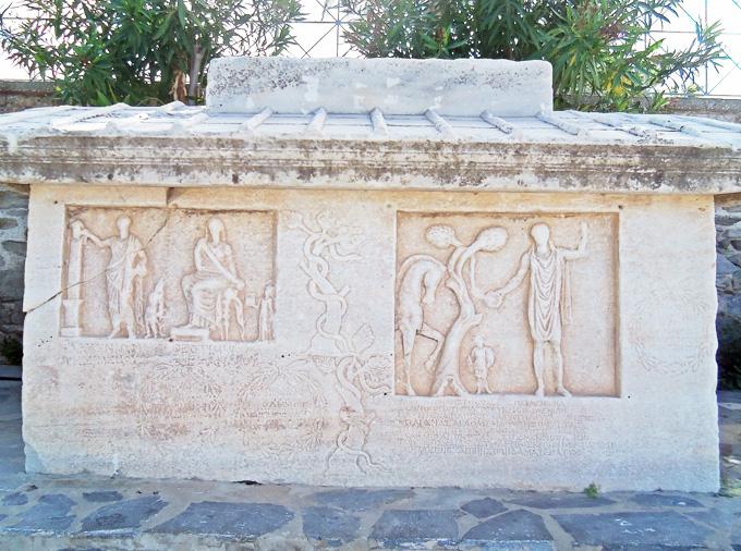 thelocalist.com-archeological-museum-Paros