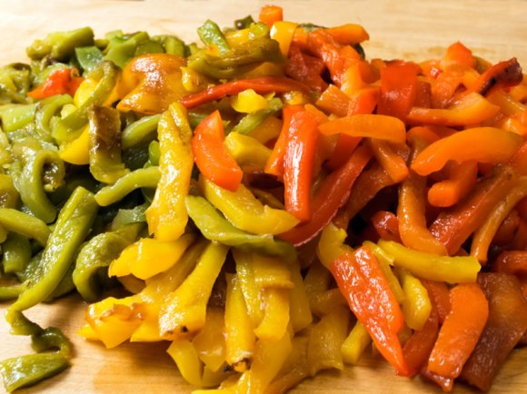 Sliced peppers Mostaccioli with Sweet Rainbow Peppers