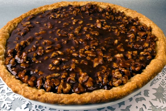 With caramel topping Pumpkin Sour Cream Pie with Caramel Walnut Topping
