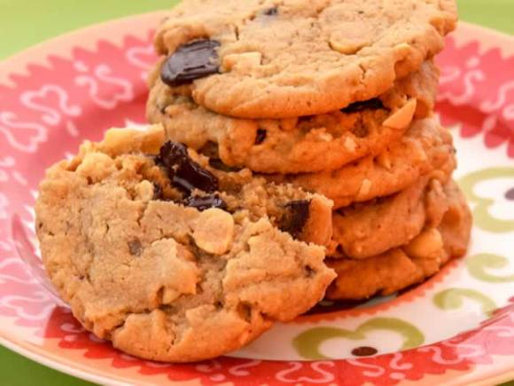 Cookie stac newk Chewy Peanut Butter, Roasted Peanut & Chocolate Chunk Cookies