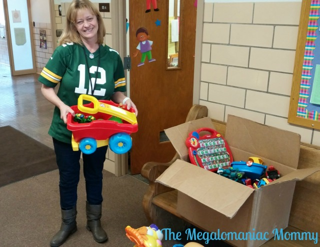 Green Bay Head Start Toy Donation #HoliSPRAY #OldSpice #SmellcometoManhood Second Chance Toys, Old Spice, #sponsored