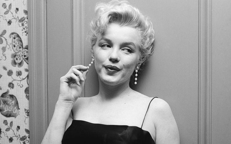 3d Wallpaper Gyro Marilyn Monroe Windows 10 Theme Themepack Me