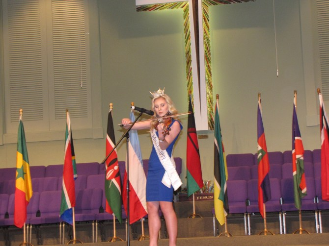"""Miss Mississippi 2015 Hannah Roberts plays the violin to the tune of Frederick Sykes' classical """"In the Air Traveling."""""""