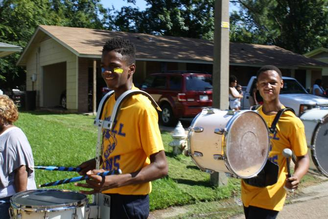 """Powell Middle School drummers """"Petey"""" and Cashon participate in the parade. PHOTOS BY STEPHANIE R. JONES"""