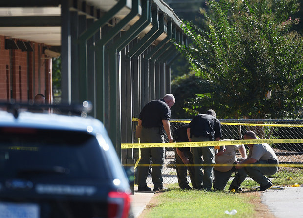 Members of law enforcement investigate an area at Townville Elementary School on Wednesday, Sept. 28, 2016. (Rainier Ehrhardt / AP)