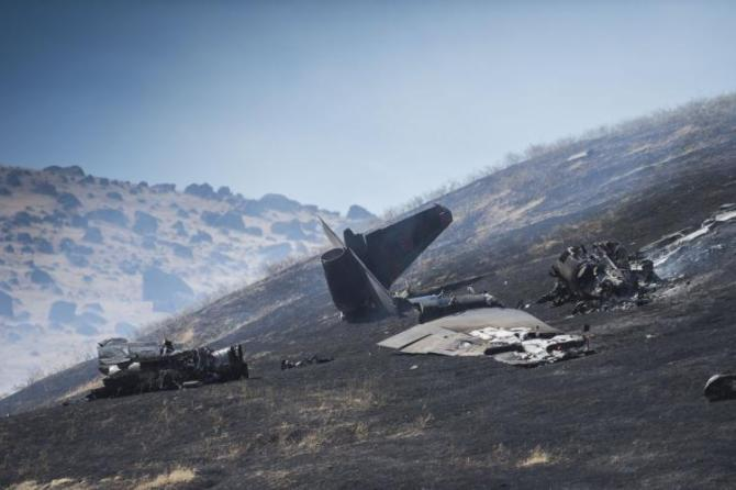 The wreckage of a U-2 spy plane that crashed Tuesday, Sept. 20, 2016, after taking off from Beale Air Force Base on a training mission is seen in Northern California. The U.S. Air Force says one pilot was killed, and one was injured after they ejected from the plane. (Hector Amezcua/The Sacramento Bee via AP)