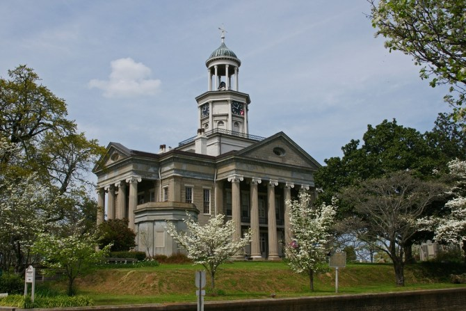 Old_Warren_County_Courthouse