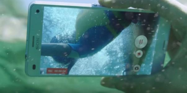 sony-xperia-z3-waterproof-phone-underwater