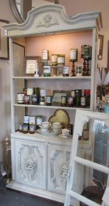 Small hutch at Amour Sophie