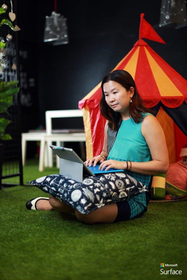 Microsoft-Surface-Lighten-Up---Blogging