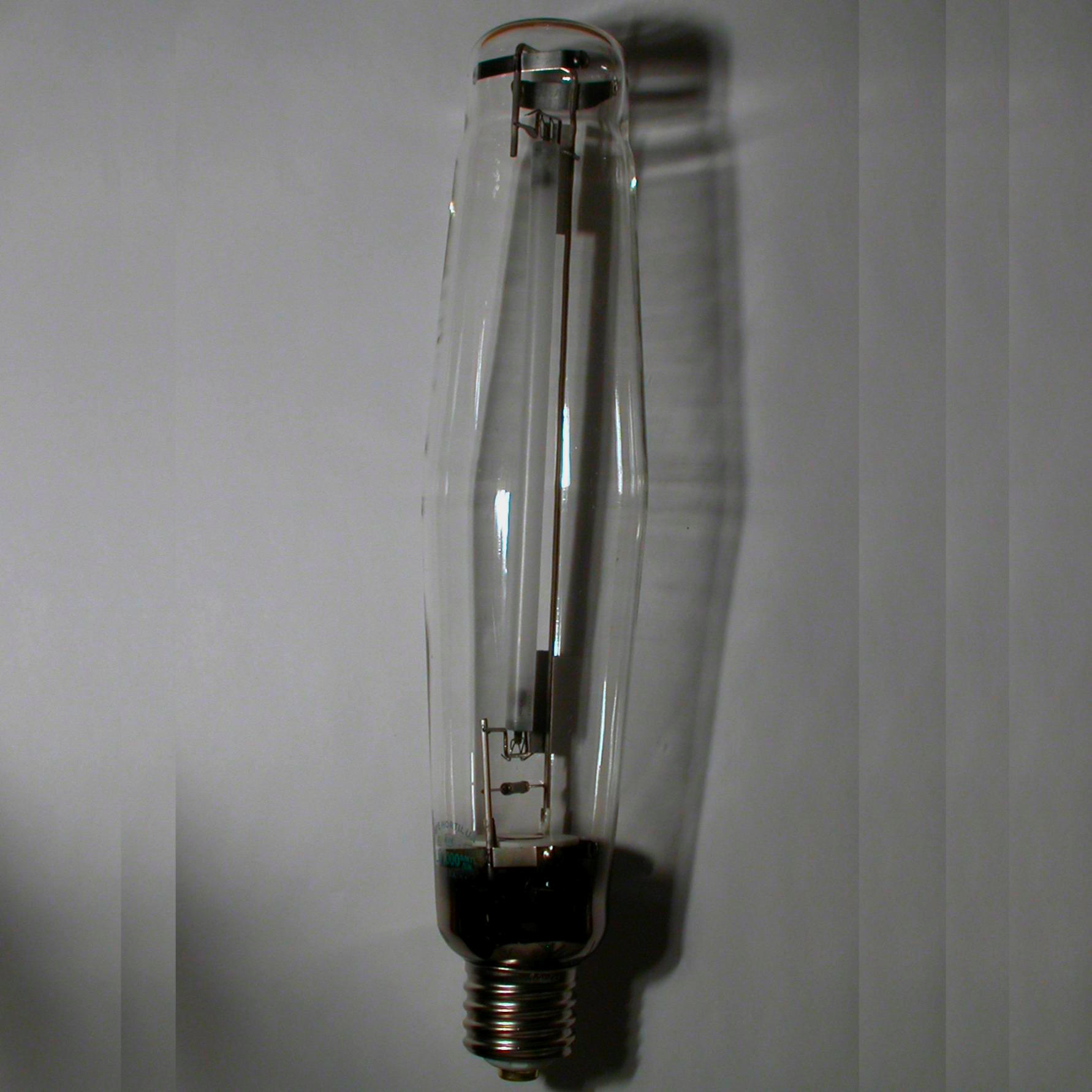 Low Pressure Sodium Vapour Lamp Facts Pictures Stories About The Element Sodium In The