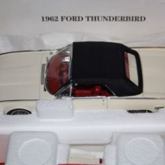 Danbury/Franklin Mint 1962 Ford Thunderbird 1:24 scale diecast car boxed