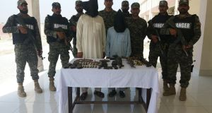 Pakistan-army-arrest-Afghans (1)