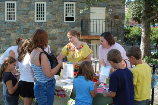 9-05 Pawtucket - Kids at PF table