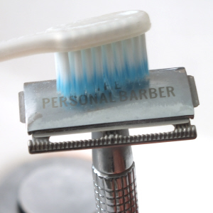 toothbrush cleaning safety razor