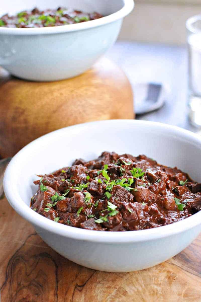 Slow Cooker Vegan Mole Chili Recipe -- just 25 mins prep (via thepigandquill.com) #vegan #recipe #glutenfree #chili #crockpot