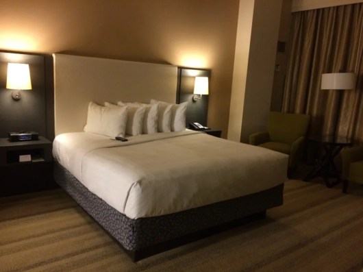 King sized bed in the bedroom