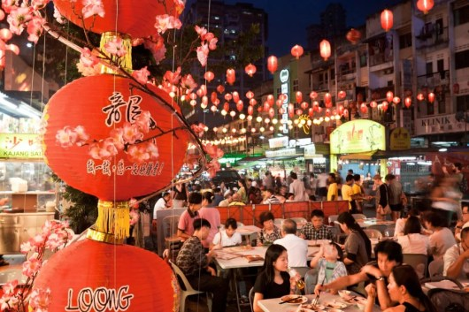 Street food in Jalan Alor. Photo courtesy of Shutterstock.