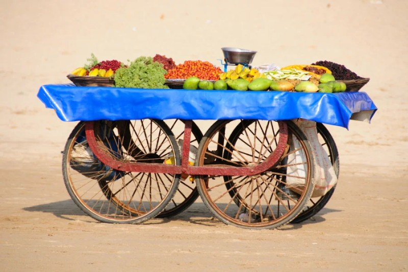 A local fruit cart on Juhu beach. Photo courtesy of Shutterstock.