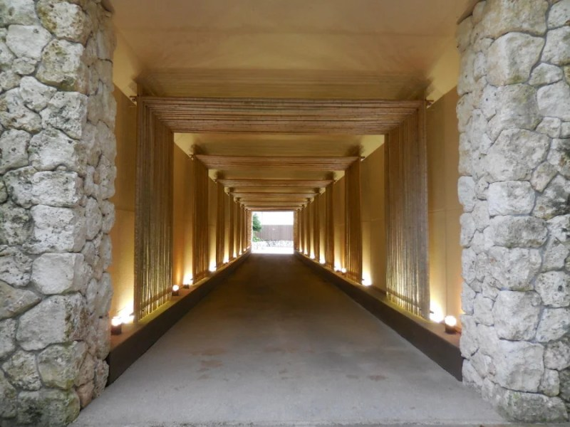 The 'tunnel of luxury' to the spa entrance.