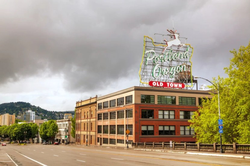 The famous Portland sign downtown (Photo courtesy of photo.ua / Shutterstock.com)