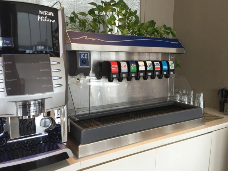 The concourse G club does offer one unique amenity — a soda fountain!