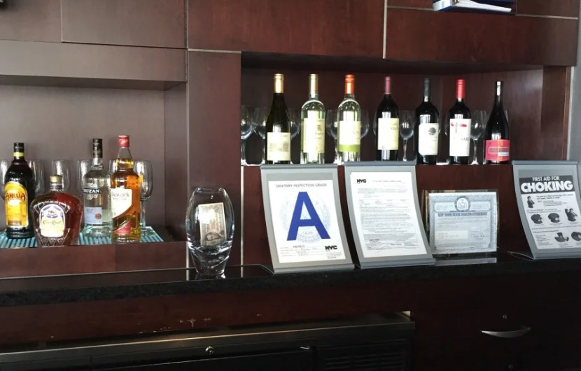 Does the Admirals Club at LaGuardia terminal C really deserve this?