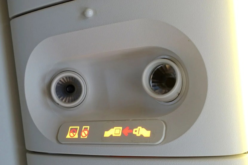 As with most non-US carriers, Garuda's 777 doesn't have overhead air vents, and the cabin was kept fairly warm.
