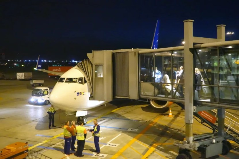 Ground staff chatting about the new 737.