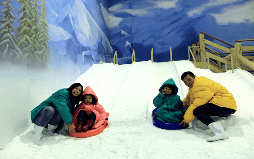 Get into the winter spirit at Dream World's Snow Town in Bangkok. Photo courtesy of Dream World.