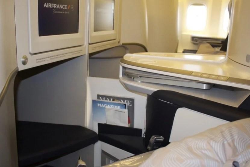 air france 777-300er business class cubbies
