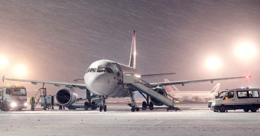 airplane winter snow featured