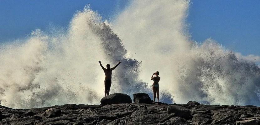 Hawaii Kona beach ocean wave crashing featured shutterstock 256492129