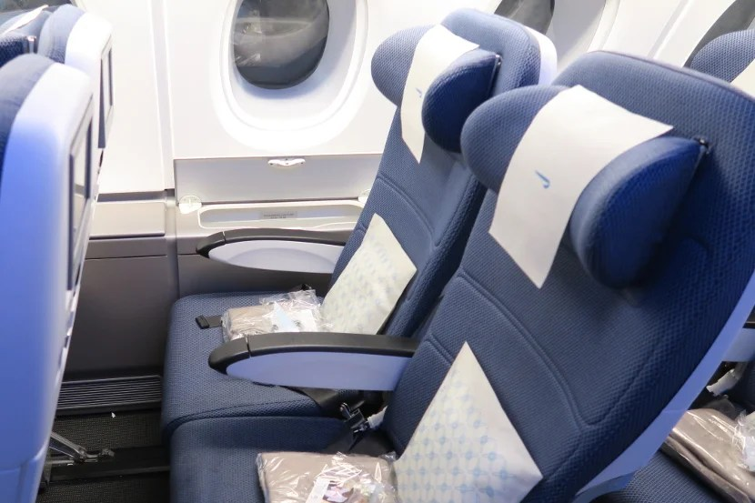 The upper deck window seats featured storage compartments between the seat and the window.