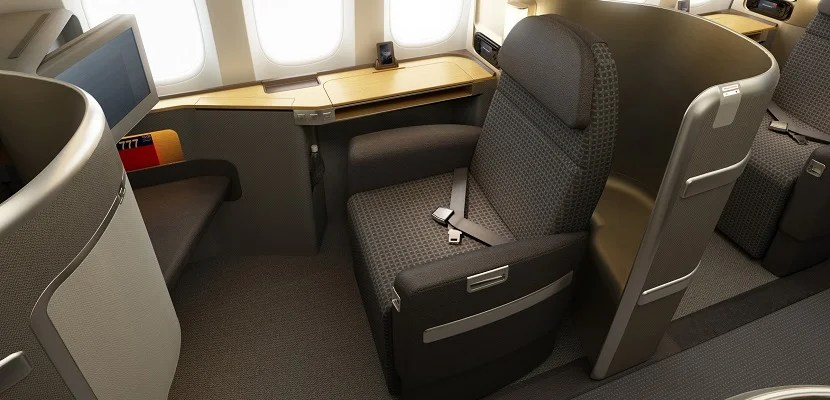 IMG American Airlines first class seat featured