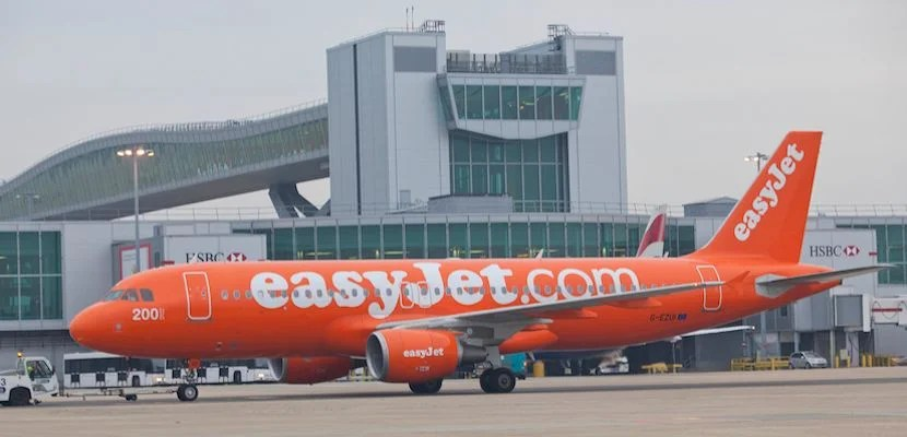 easyjet-gatwick-featured