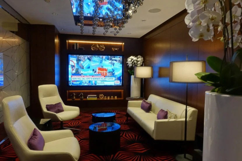 Etihad LAX Lounge Review
