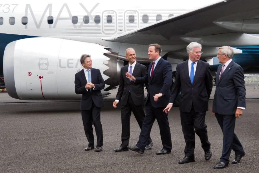 David Cameron chats with Boeing CEO Dennis Muilenburg at the Farnborough Air Show.