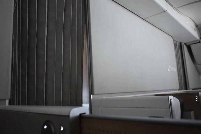 img-curtain