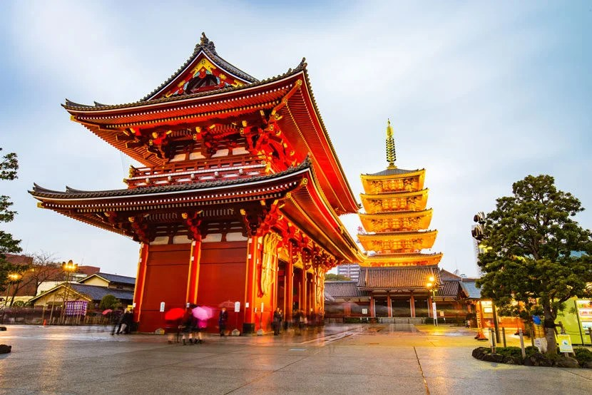 "Wouldn't you rather visit Tokyo's Narita-san Shinshō-ji Temple instead of waiting around Narita Airport? Image courtesy of <a href=""http://www.shutterstock.com/pic-309509267/stock-photo-senso-ji-temple-in-tokyo-japan.html?src=_OkvtiJFcOfU0zsle94bag-1-1"" target=""_blank"">Shutterstock</a>."