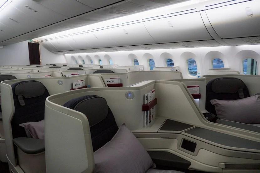 AeroMexico's new Dreamliner has a 1-2-1 configuration.