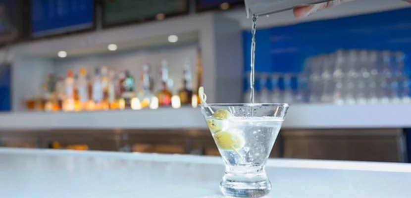 img-delta-sky-club-martini-on-bar-featured