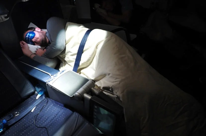 I slept comfortably with my knees slightly bent, although I did have to adjust a little bit during the flight.