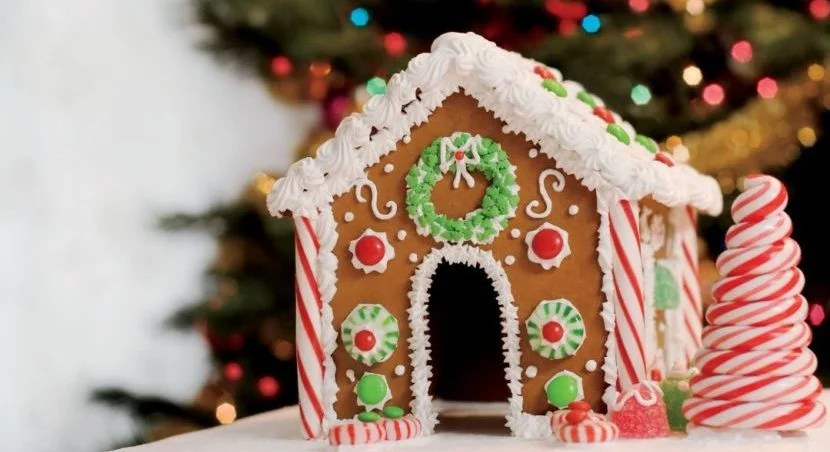 Consider redeeming Marriott points for a meal in a life-sized gingerbread house in Arizona. Image courtesy of the hotel.