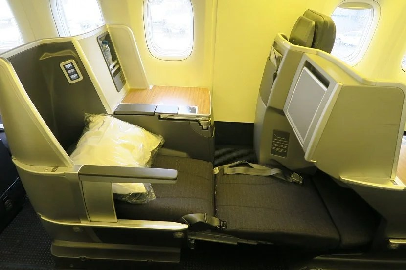A tour of american airlines 39 retrofit 767 300 for Window side seating